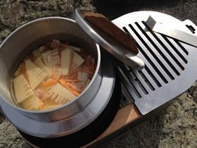 大型黒七輪と炊飯釜で炊き込みごはん