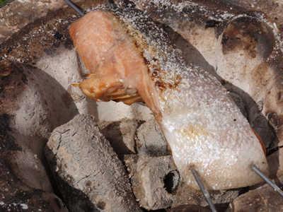 厚切り鮭の七輪炭火焼き